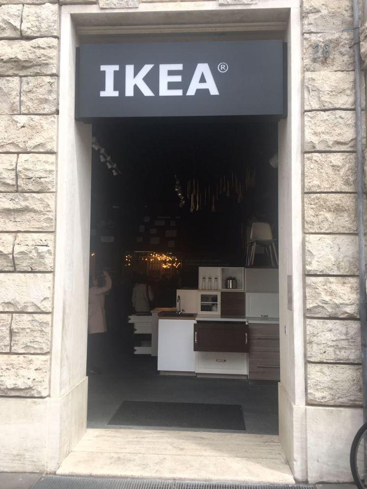 Ikea pop up piazza di san silvestro a roma blogromaislove - Ikea porta di roma telefono 06 ...