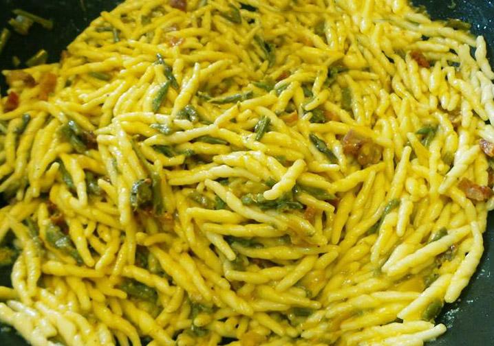 Trofie-con-asparagi-e-pancetta