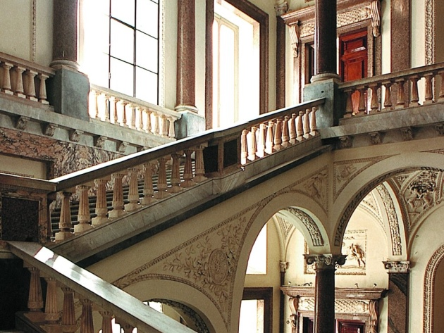 Palazzo_Braschi.jpg