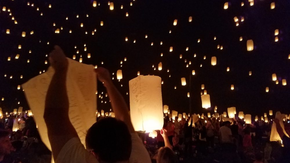candlelight-celebration-crowd-636220